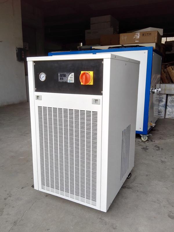 小型工业冷水机的广泛应用